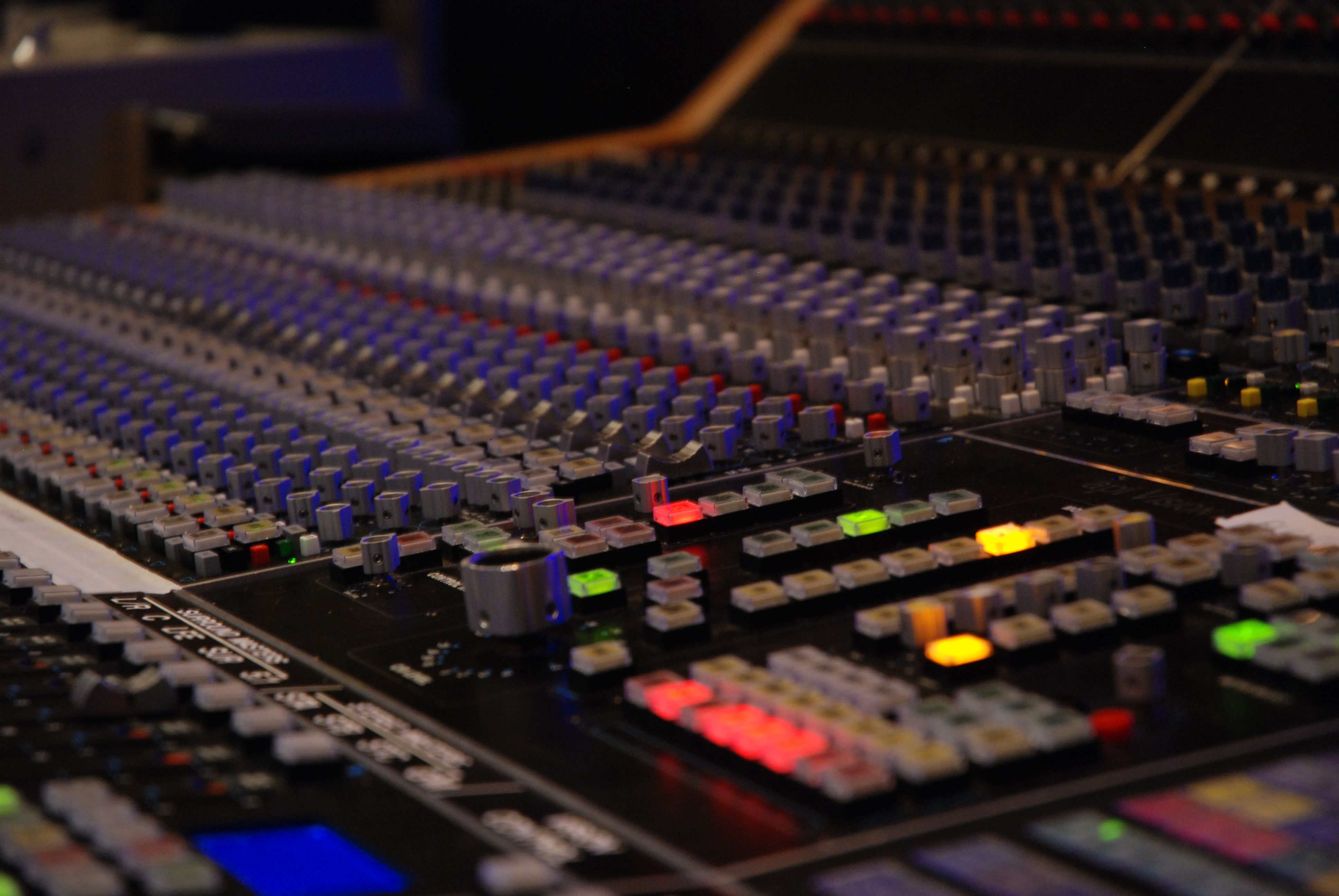Studio 213 Umlsrt Room Recorder Is A State Of The Art Surround Sound Control Centered Around Api Vision Recording Console Sls Bag End Monitors Studer A827 2