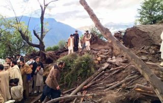 Photo: Residents view devastation caused by the earthquake in Shangla District, in the Khyber-Pakhtunkhwa province of Pakistan on 26 October 2015. Photo: UNICEF Pakistan