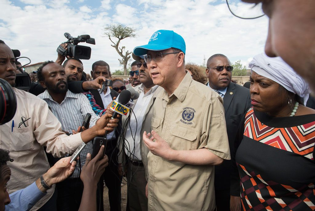 Photo: Secretary-General Ban Ki-moon (centre), accompanied by World Food Programme (WFP) Executive Director Ertharin Cousin (right), visited drought-affected Ziway Dugda Woreda, Oromia Region in Ethiopia.