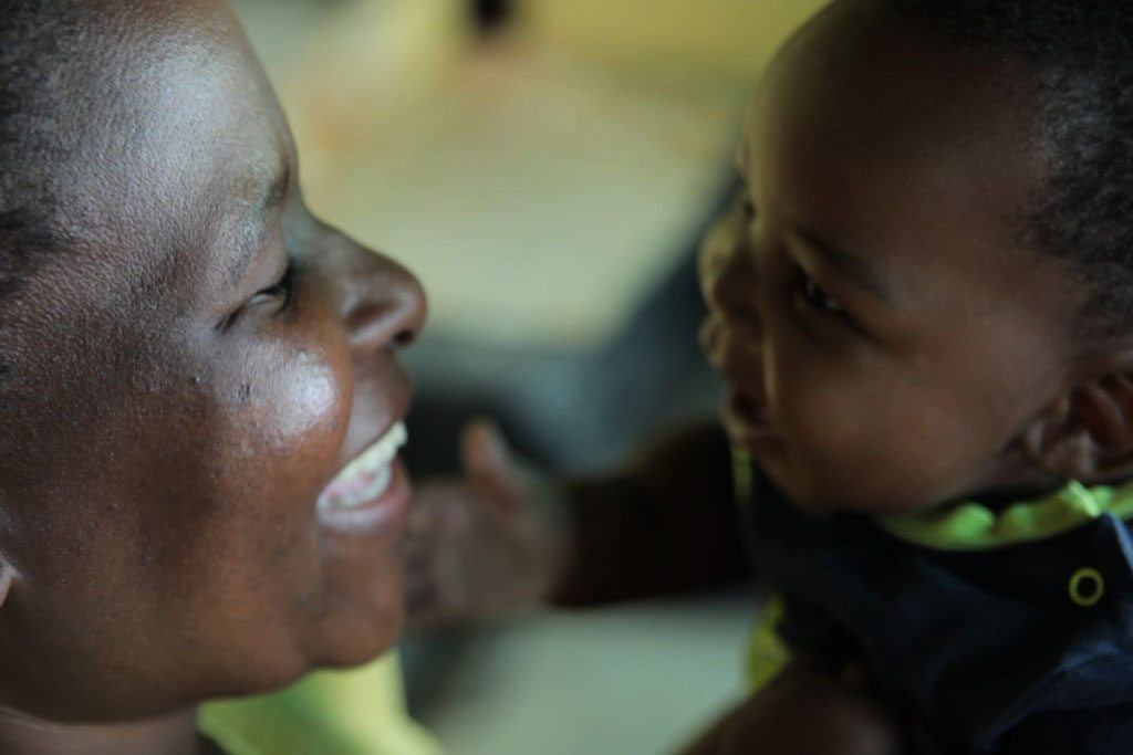 Mother and child at home in Soweto, a township outside Johannesburg, South Africa. Photo: UNICEF/Karin Schermbrucker