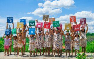 Peruvian children from the Amazon region getting to know the SDGs © Monica Suarez/PNUD Peru
