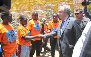 Secretary-General António Guterres meeting with youth leaders and women political aspirants in the Mathare slum of Nairobi, Kenya. Photo: UN Habitat/Julius Mwelu