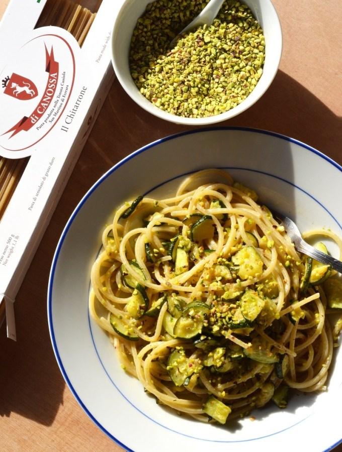 Chitarroni di Canossa con zucchine e granella di pistacchioCopyright 2016 Alessandra Colaci Una casa in campagna blog