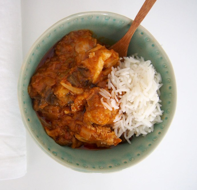 Pollo tikka masala con arroz y verduras