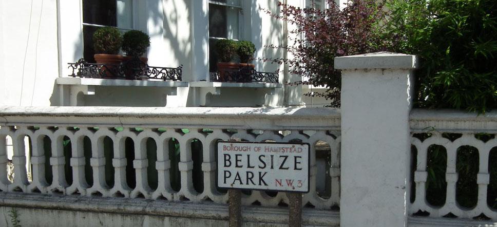 Belsize Park ventanas con macetas.
