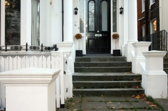 Londres en otoño entrada a una casa