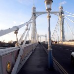 Cruzando Albert Bridge.