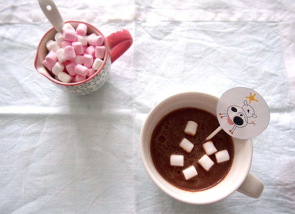 Chocolate caliente con marshmallows dibujo decoración
