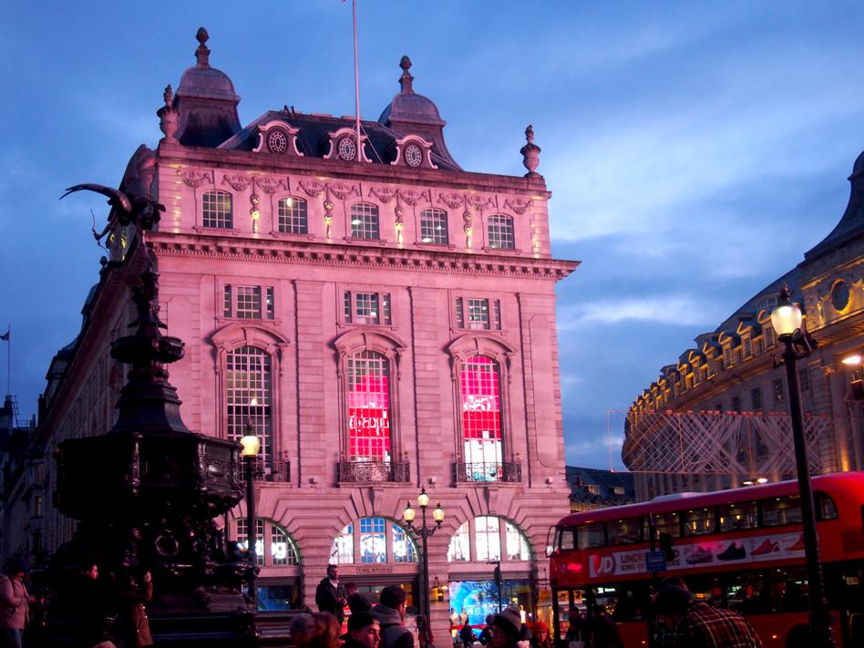 Cine con subtítulos en Londres Picadilly Circus