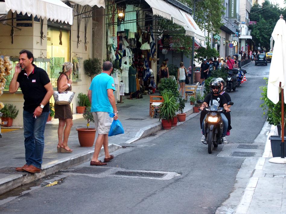 Grecia Atenas moto en calle OIOLOU