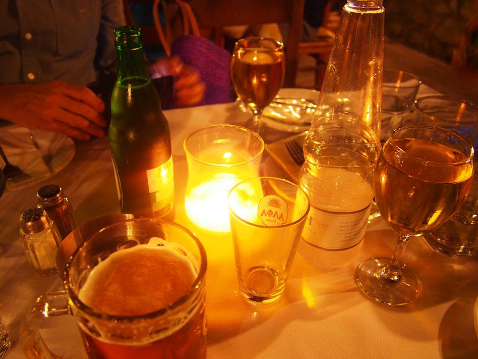 Grecia Atenas cenando en Plaka