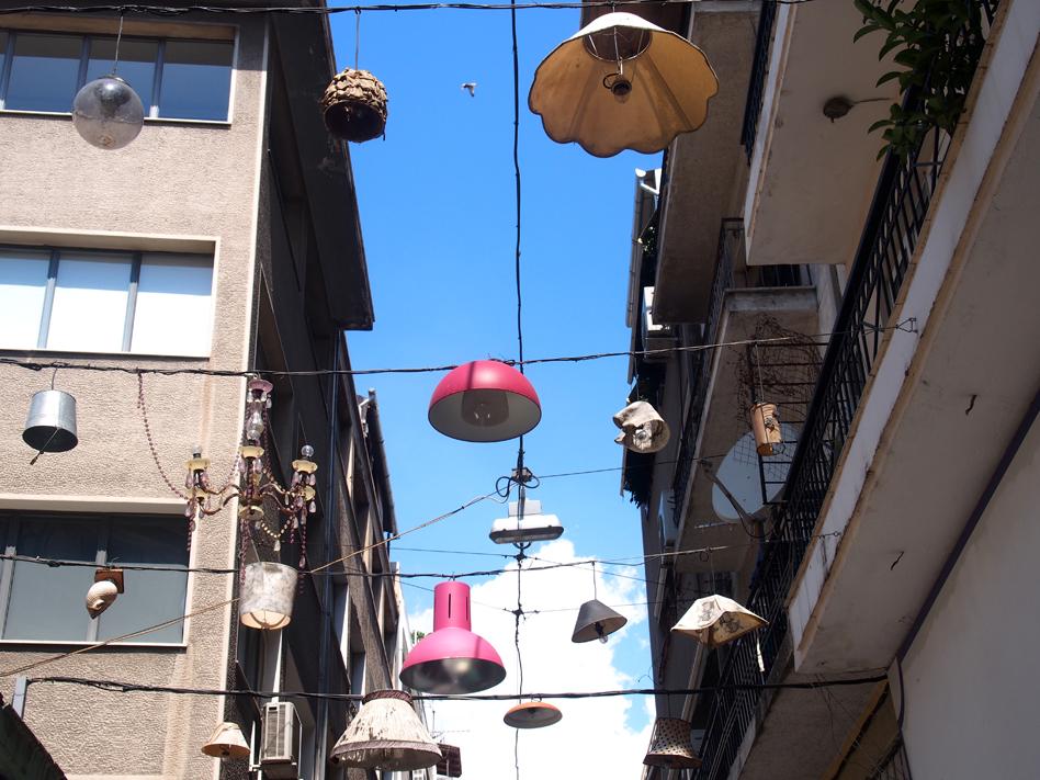 Lámparas en la calle Pittaki