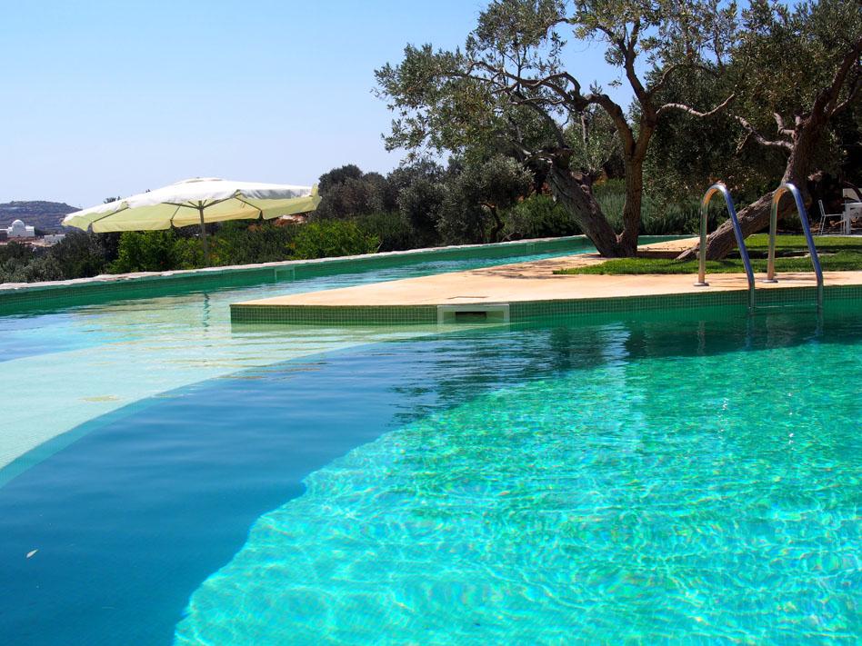 Hotel Kamarotí en Sifnos piscina