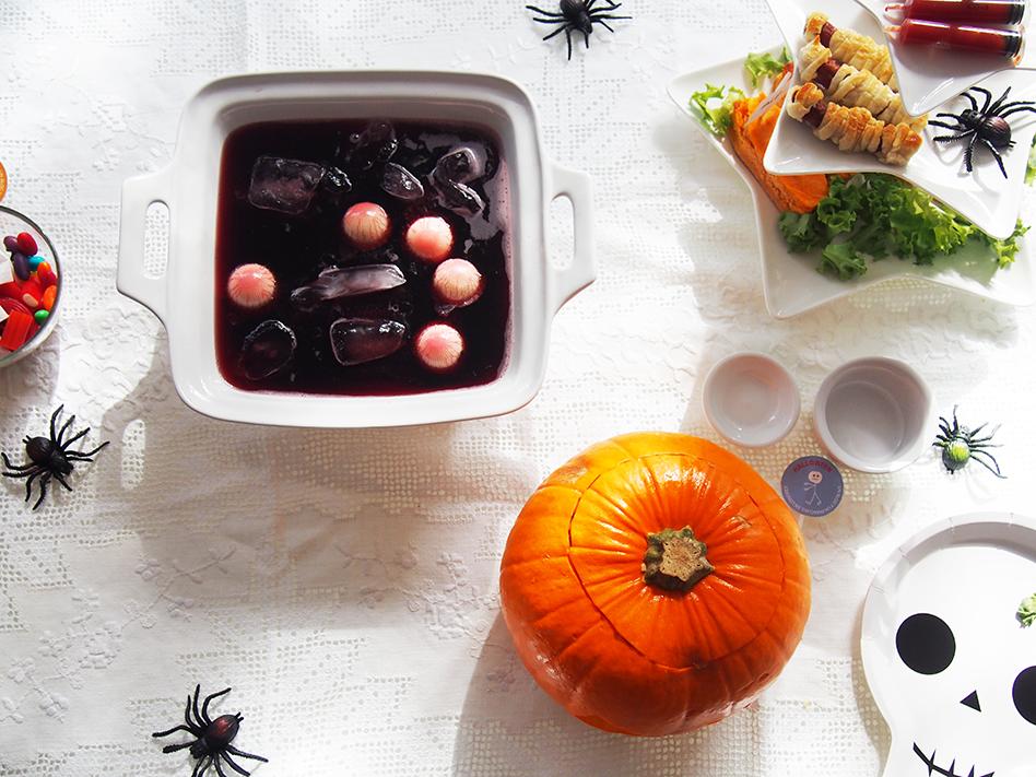 Ideas-geniales-de-comida-para-Halloween-bebida-con-ojos