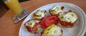 Kitchen Klass – Bacon-Wrapped Eggs