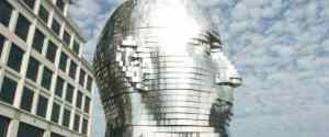 Metalmorphosis – Giant Mirrored Face by David Cerny