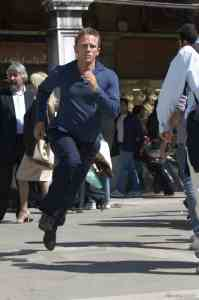 travelling to venice casino royale james bond daniel craig running