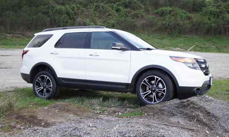 2013-Ford-Explorer-Sport_13
