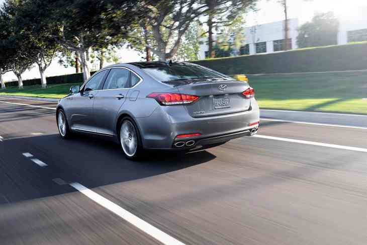 rear bumper of 2015 hyundai genesis