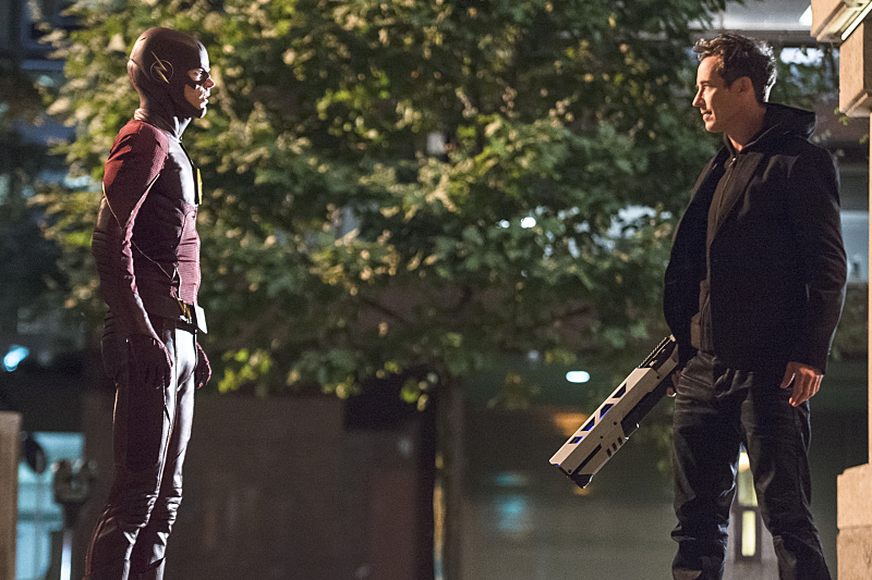 """The Flash -- """"The Fury of Firestorm"""" -- FLA204B_0127b -- Pictured (L-R): Grant Gustin as The Flash and Tom Cavanagh as Harrison Wells -- Photo: Cate Cameron /The CW -- © 2015 The CW Network, LLC. All rights reserved."""