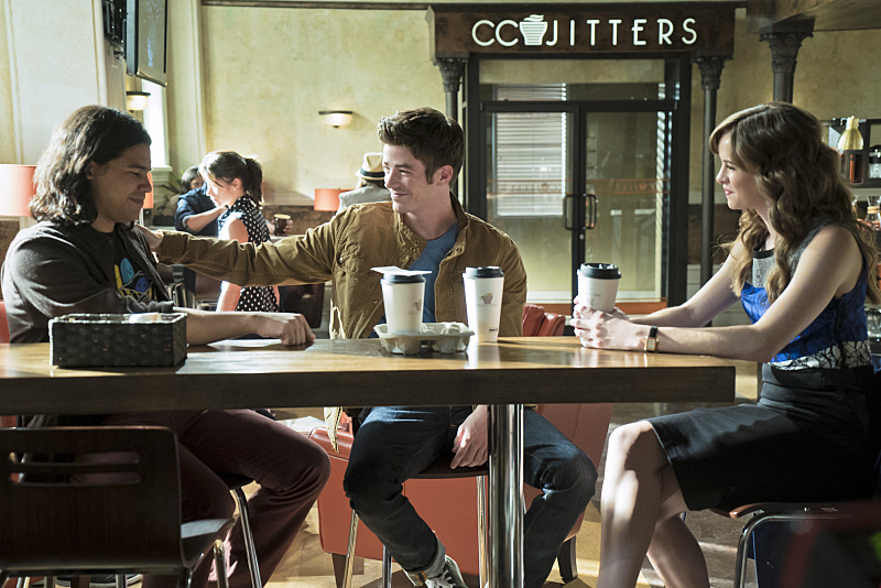 """The Flash -- """"The Darkness and the Light"""" -- Image FLA205A_0167b.jpg -- Pictured (L-R): Carlos Valdes as Cisco Ramon, Grant Gustin as Barry Allen and Danielle Panabaker as Caitlin Snow -- Photo: Katie Yu/The CW -- © 2015 The CW Network, LLC. All rights reserved."""