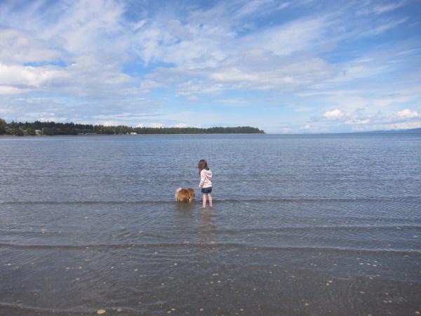 06 georgie & gwen in the water