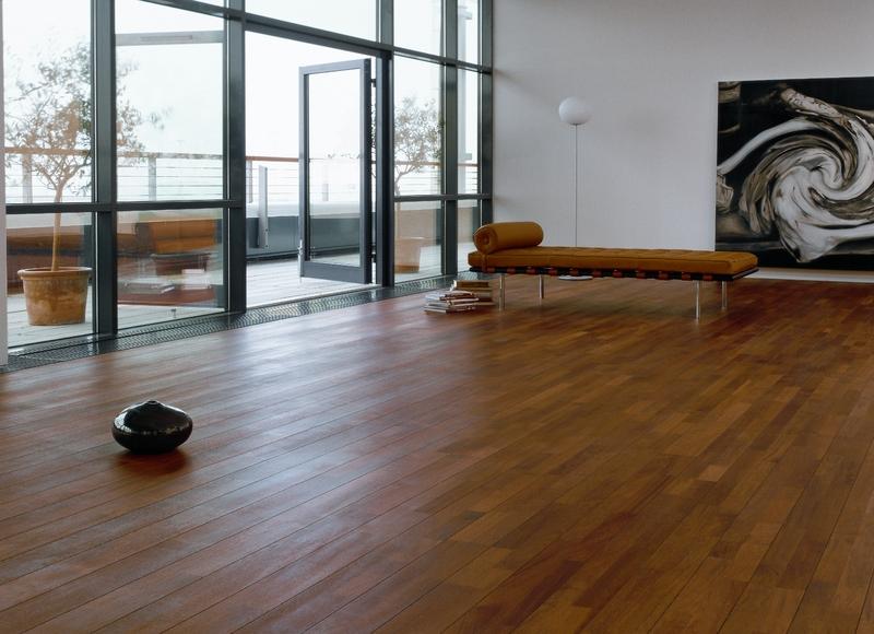 livingroom-with-balcony-merbau-classic_lores