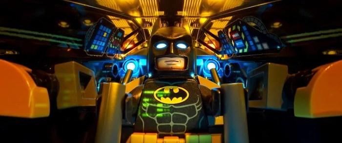 Will Arnett è il Cavaliere Oscuro nel nuovo poster italiano per LEGO Batman – Il Film