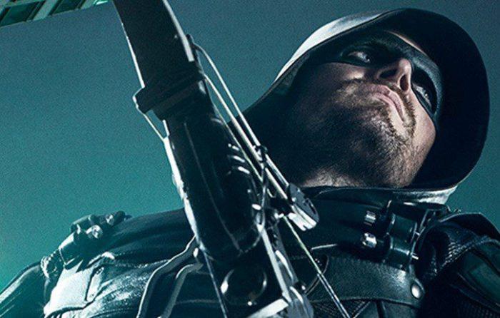 Stephen Amell è Freccia Verde nel poster della quinta stagione di Arrow