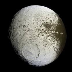 The dark and light side of Iapetus.  Credit: NASA/JPL/Space Science Institute