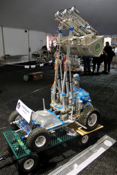 Regolith challenge participant vehicle.  Credit: Jamie Foster.