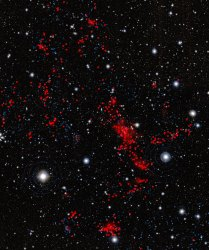 The galaxies located in the newly discovered structure are shown in red. Galaxies that are either in front or behind the structure are shown in blue.  Credit: ESO