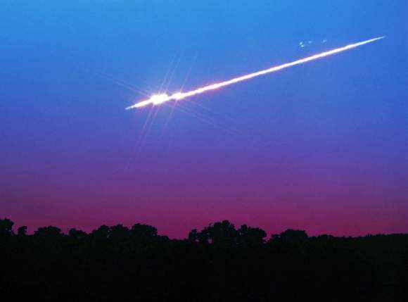 Bright fireball breaking up over Yellow Springs, Ohio. Credit: John Chumack
