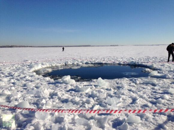 A hole in Chebarkul Lake made by meteorite debris. Photo by Chebarkul town head Andrey Orlov.Via RT.com