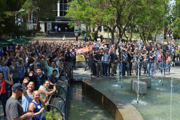 A crowd gathered on the mall at NASA's Jet Propulsion Laboratory in Pasadena to wave at Saturn on July 19 (NASA/JPL-Caltech)