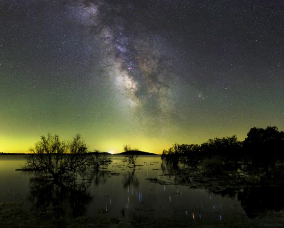 The Milky Way and airglow seen in the Dark Sky Alqueva Reserve in Portugal. Credit and copyright: Miguel Claro.