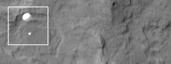 The HiRISE Camera on the Mars Reconnaissance Orbiter captured the Curiosity rover descending on its parachute to land on Mars. Credit: NASA/JPL/Arizona State University.