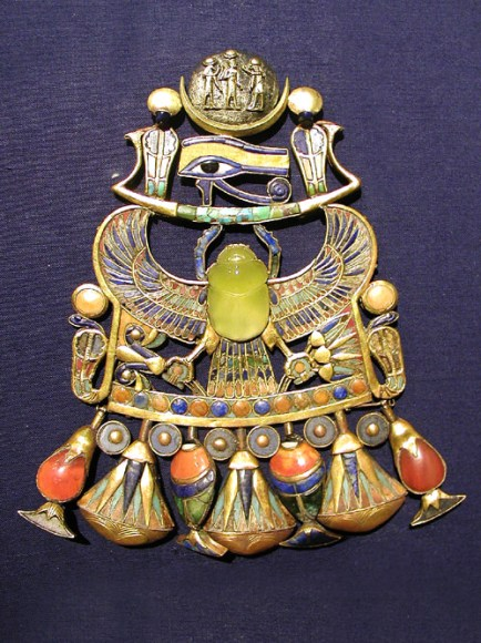A brooch that belonged to the Egyptian boy-king Tutankhamun, which reportedly contains a silica glass stone that originated from a comet explosion. Credit: University of the Witwatersrand, Johannesburg