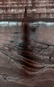 The full extent of the 1000-meter-long dusty landslide (NASA/JPL/University of Arizona)