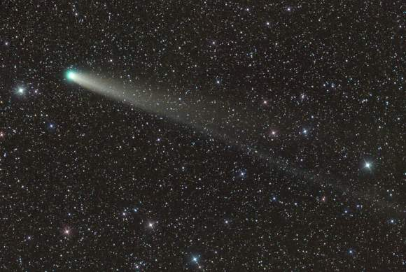 Comet C/2013 R1 Lovejoy starts the new year as the brightest comet in the sky at around magnitude 6. In this photo taken on Dec. 31, two tails are visible. The longer one is the ion or gas tail; the broader fan is the dust tail. Credit: Damian Peach
