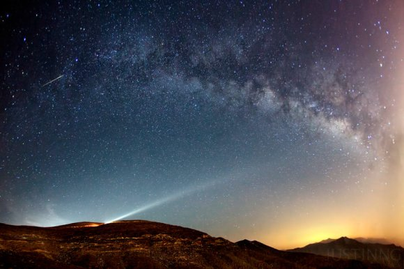 A Camelopardalids meteor captured at Jebel Al Jais mountain near Dubai on the morning of May 24, 2014. Credit and copyright: Justin Ng.