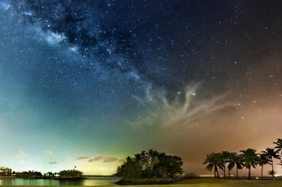 The rising Milky Way at Sentosa Island in Singapore. Credit and copyright: Justin Ng.