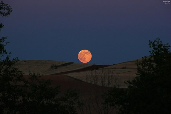 The big proxigean full Moon rises over Daganzo de Arriba, near Madrid, Spain on July 12, 2014. Credit and copyright: Alvaro Ibañez Perez.