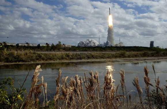 The New Horizons spacecraft takes off on Jan. 19, 2006 from the Kennedy Space Center for its planned close encounter with Pluto. Credit: NIKON/Scott Andrews/NASA