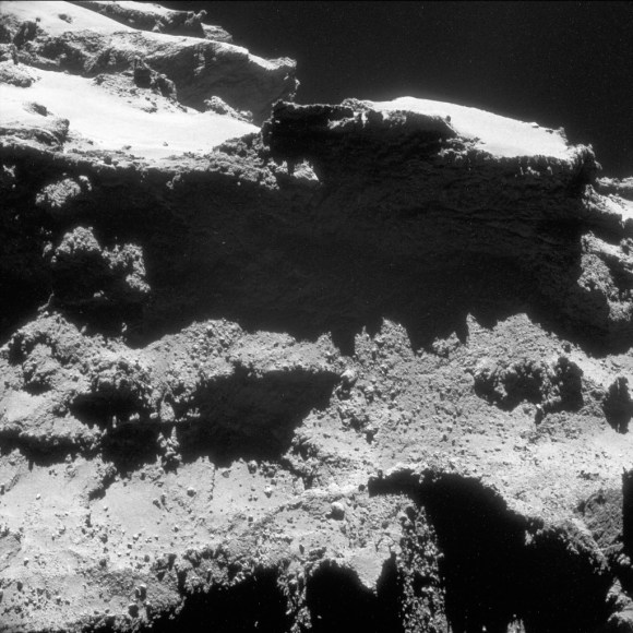 A shadowed cliff on comet 67P/C-G imaged by Rosetta in Oct. 2014 (Credits: ESA/Rosetta/NAVCAM – CC BY-SA IGO 3.0)