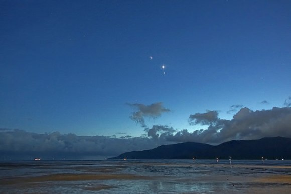A tri-planetary grouping from the morning of October 31st. Image credit and copyright: John Brimacombe