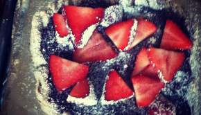 strawberry-nutella-pizza