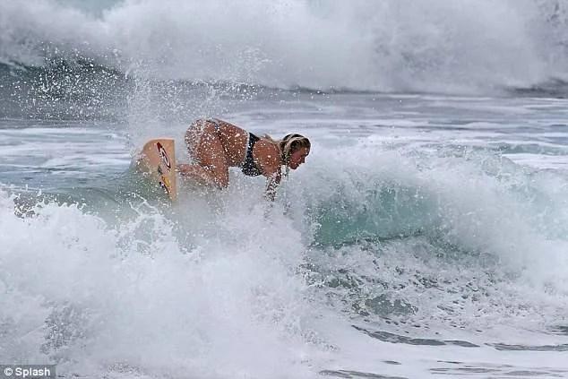 donna sesto mese surf