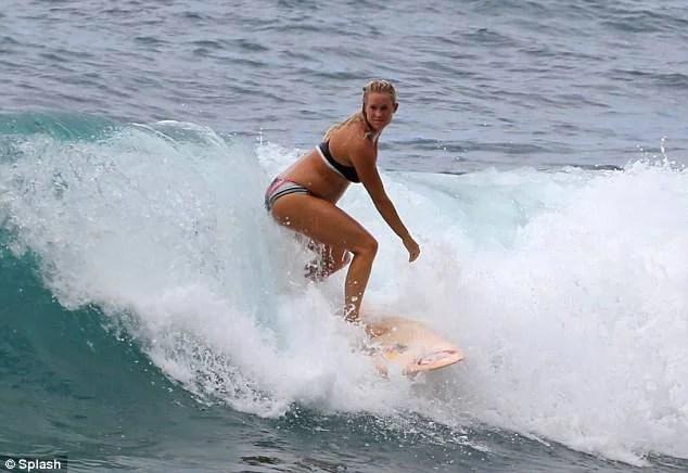 donna fa surf