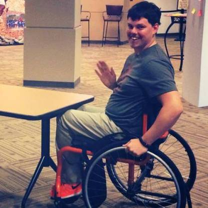 uomo disabile